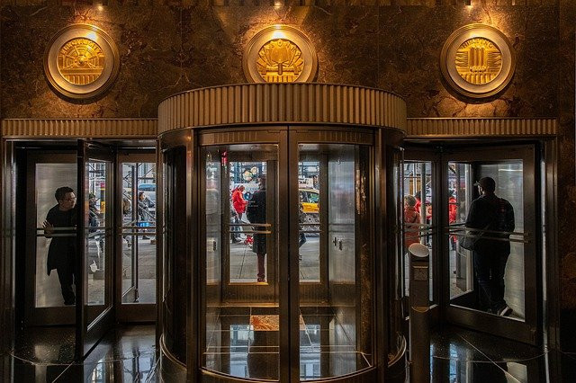 what's inside the doorway to wealthy affiliate.